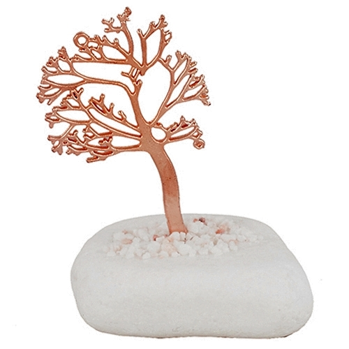 Μεταλλικό δέντρο ζωής σε πέτρα