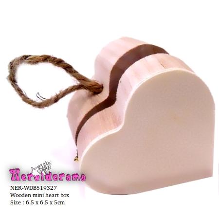 Ξύλινο κρεμαστό κουτί καρδιά