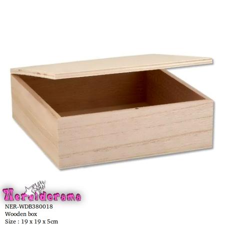 Ξύλινο κουτί 19 x 19 x 5εκ.