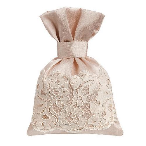 Μπομπονιέρα γάμου πουγκί από μετάξι σαντούκ με δαντέλα