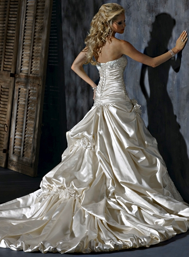 Outlet wedding dresses