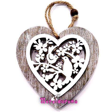 Ξύλινη σκαλιστή καρδιά